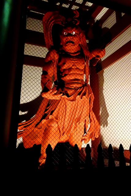 ◆このお姿は東京池上本門寺様の山門に納めさせていただいた総高5㍍、桧寄せ木造りのお姿です。毎年節分にはたくさんの参拝の方々で境内が埋め尽くされます。仁王様も大きな力で邪気を払って下さることと思います。
