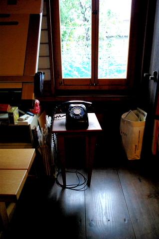 次男の学習机を作っていただきました。無垢材で丁寧に作られた家具は、持ち主と共に歳を重ね、味わいを増していきます。モクさんのお蔵のギャラリーも心落ち着く素晴らしい空間です。