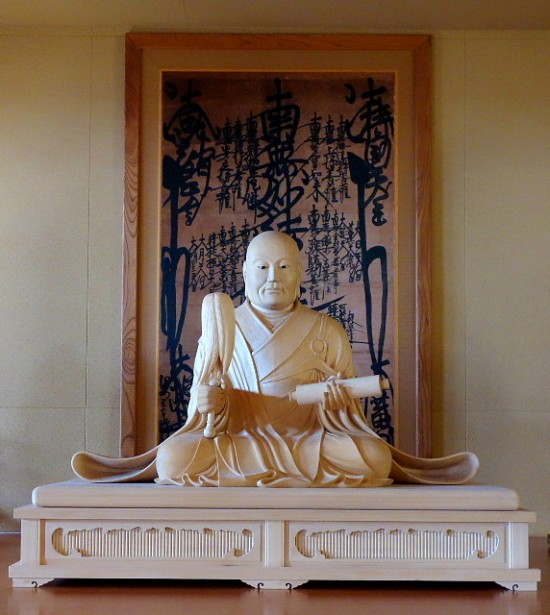 日蓮聖人像
